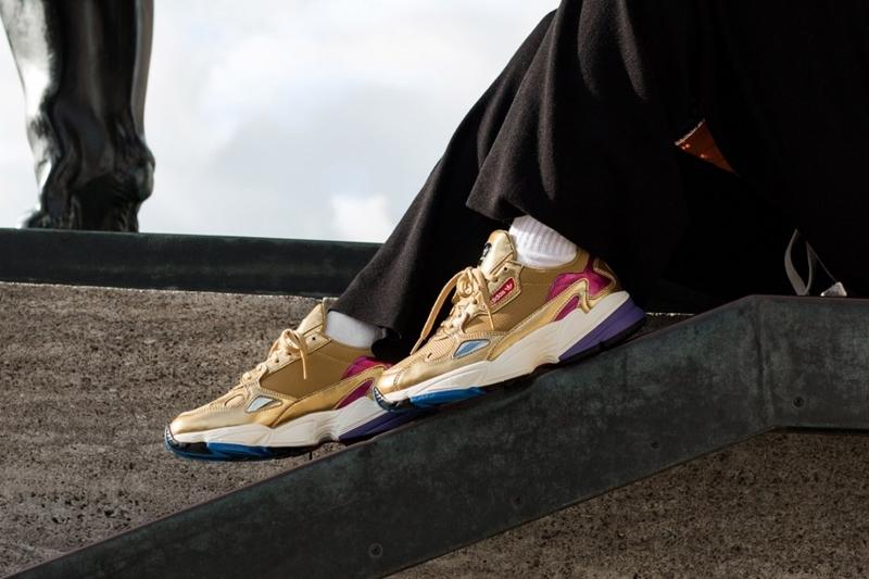 """12/6発売!adidas Originals WMNS FALCON """"Metallic Gold/Off White"""" (アディダス オリジナルス ウィメンズ ファルコン """"メタリック ゴールド/オフホワイト"""") [CG6247]"""