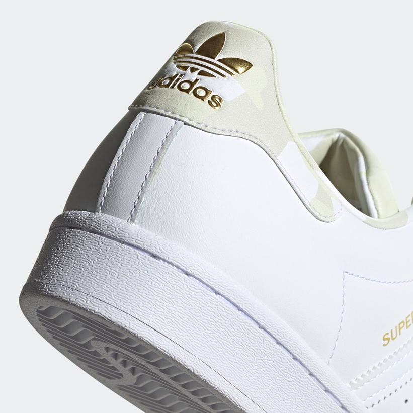 """8/6発売!モダンなカモ柄プリントとゴールドカラーのディテールを施したアディダス オリジナルス スーパースター """"ホワイト"""" (adidas Originals SUPERSTAR """"White/Camo"""") [FW4392]"""