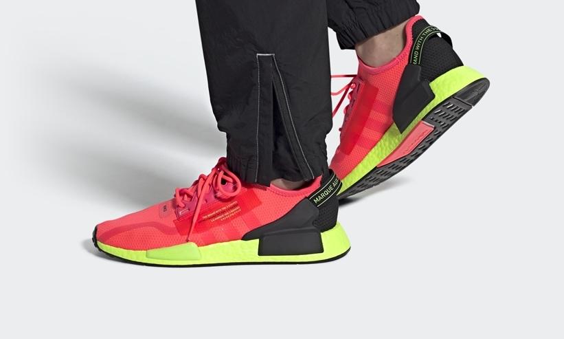 """8/30発売!adidas Originals NMD_R1 V2 """"Signal Pink/Signal Green"""" (アディダス オリジナルス エヌ エム ディー ブイツー """"シグナルピンク/シグナルグリーン"""") [FY5919]"""