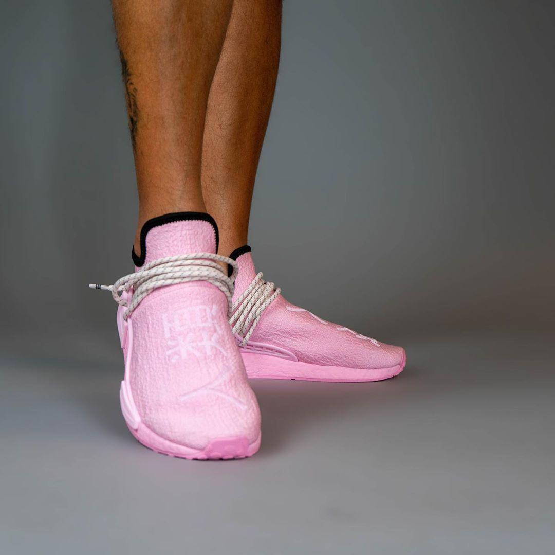 "Pharrell Williams x adidas Originals NMD TRAIL HU ""Pink/Human Race"" (ファレル・ウィリアムス アディダス オリジナルス エヌエムディー ""ピンク/人類"") [GY0088]"
