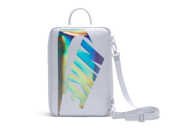 """イリディセントロゴのシューボックスデザイン「ナイキ シューボックス バッグ プレミアム」 (NIKE SHOE BOX BAG PREMIUM """"Provence Purple/Iridescent"""") [DA7337-521]"""